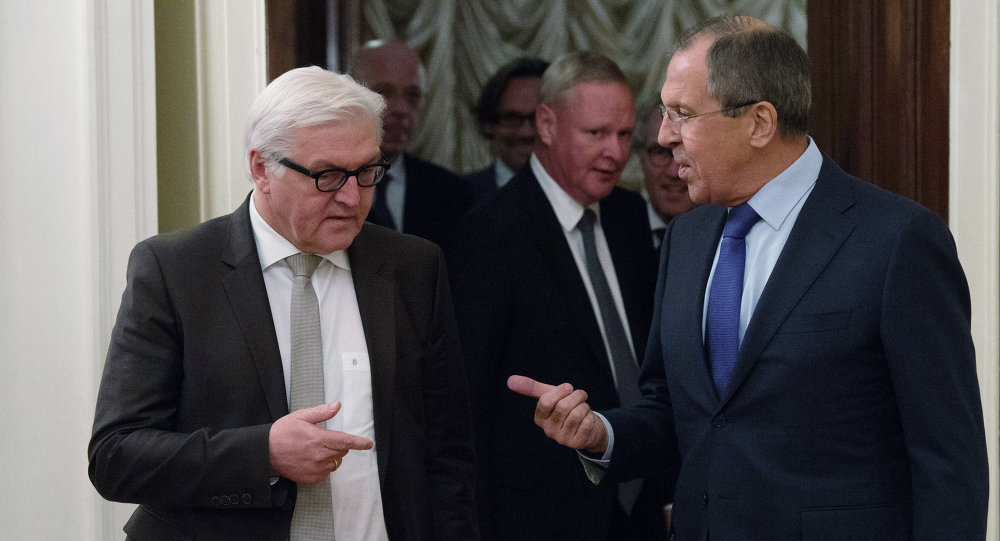 German Foreign Minister Frank-Walter Steinmeier (left) and Foreign Minister Sergei Lavrov