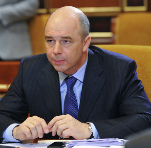 The ongoing oil prices drop and the country's slow economic growth push Russia to seriously overhaul its federal budget, Finance Minister Anton Siluanov acknowledged.