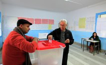 A Tunisian man casts his ballot in the capital Tunis December 21, 2014