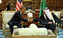 U.S. President Barack Obama (L) shakes hands with Saudi Arabia's King Salman at the start of a bilateral meeting at Erga Palace in Riyadh January 27, 2015.