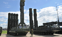 Russia's Air Defense Forces have received their second batch of a new modification of the S-300 surface-to-air system, with expanded anti-aircraft, anti-cruise and anti-ballistic missile capabilities.