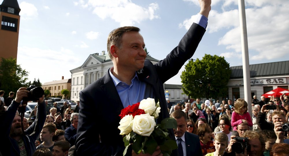 Andrzej Duda, candidate of the conservative opposition Law and Justice (PiS) party shows the victory sign during his election campaign, a day after the first round of the Polish presidential elections in Sochaczew, near Warsaw, Poland, May 11, 2015
