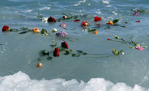 Flowers float in the sea after they were thrown into the Mediterranean in honor of the migrants lost making the perilous journey across the sea, on April 28, 2015 in Nice, southeastern France