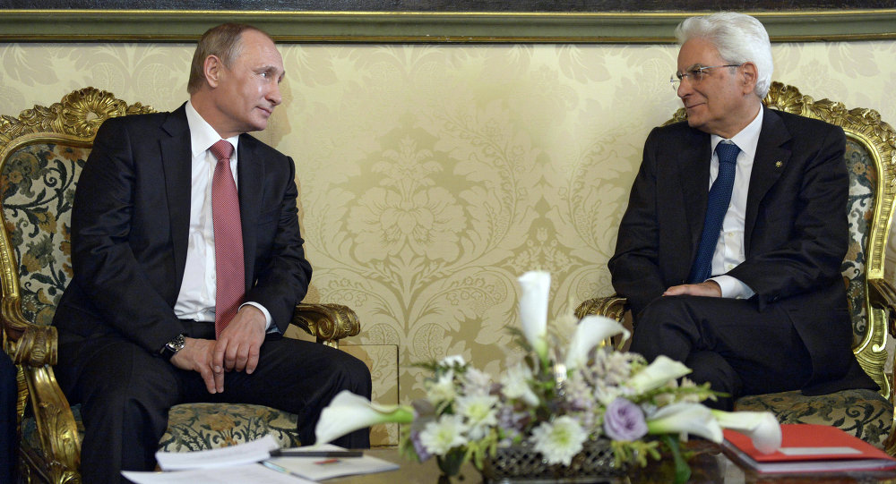 Russian President Vladimir Putin, left, and Italian President Sergio Mattarella at their meeting in Rome, June 10, 2015