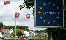 A car crosses the German-Danish border at Krusaa, Denmark (Foto vom 24.06.11)