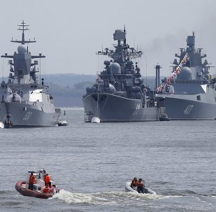 (L-R) Russian navy corvette Steregushchy, destroyer Nastoichivy and frigate Admiral Gorshkov are anchored in a bay of the Russian fleet base in Baltiysk in Kaliningrad region, Russia, July 19, 2015