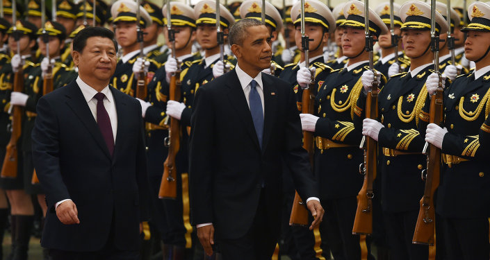 US President Barack Obama (C) reviews an honour guard with Chinese President Xi Jinping in the Great Hall of the People in Beijing on November 12, 2014