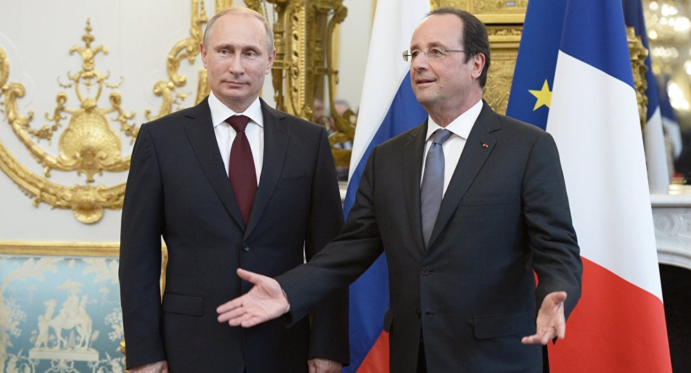 Russian President Vladimir Putin, left, and French President Francois Hollande.