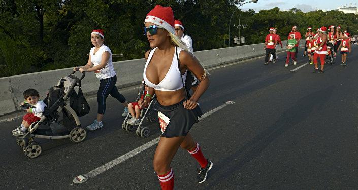 People take part in the Santa Claus Run in Caracas on December 13, 2015.