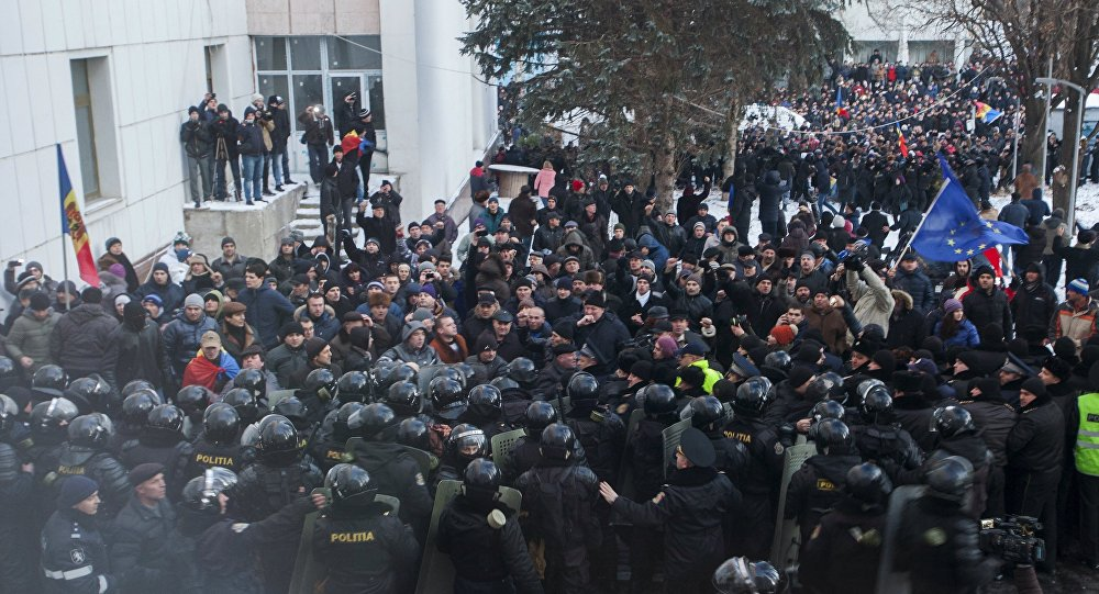 Protesters scuffle with riot police outside the Moldovan parliament after Democratic Party member of parliament Pavel Filip was elected as prime minister, in Chisinau, Moldova, January 20, 2016