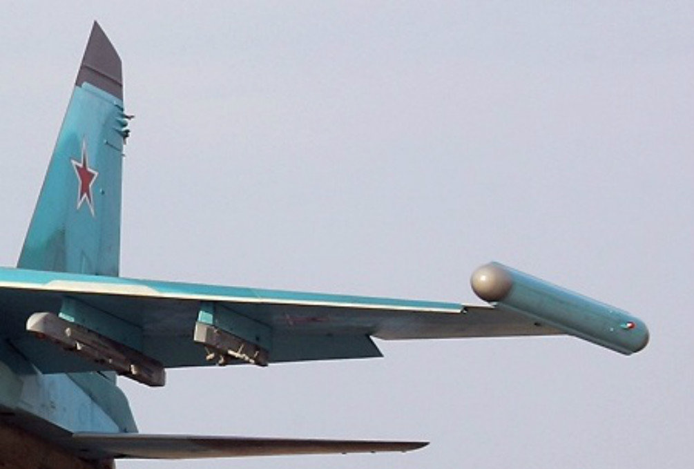 The relatively small container in the shape of a torpedo is mounted on the wingtips of the aircraft.