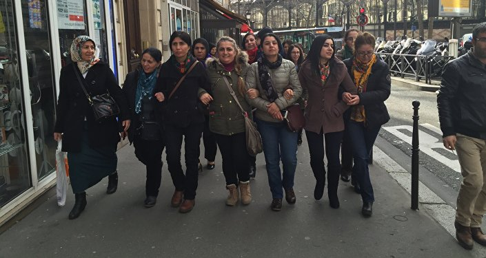 Nesrîn Abdalla, Commander of the all-female unit of the Kurdish People's Protection Units, with Kurdish women, who live in Paris.