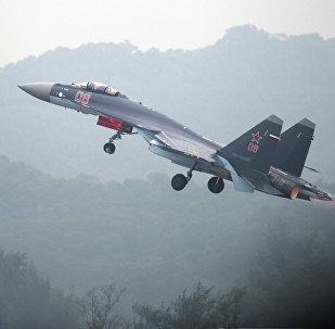 A Sukhoi Su-35 fighter jet takes off during a test flight ahead of the Airshow China 2014 in Zhuhai, South China's Guangdong province. File photo.
