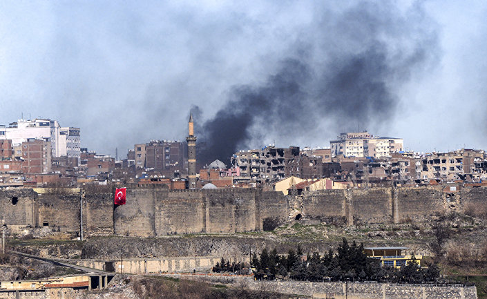A photo taken on February 3, 2016 shows smokes rising over the district of Sur in Diyarbakir after clashes between Kurdish rebels and Turkish forces.