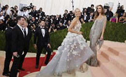Model Karolina Kurkova arrives at the Metropolitan Museum of Art Costume Institute Gala (Met Gala) to celebrate the opening of Manus x Machina: Fashion in an Age of Technology in the Manhattan borough of New York, May 2, 2016