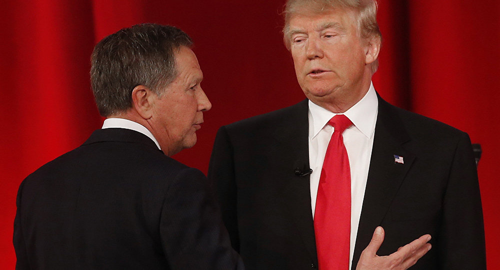 Republican presidential candidate, Ohio Gov. John Kasich, left, speaks to Republican presidential candidate, businessman Donald Trump