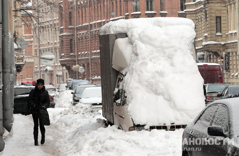 St. Petersburg is buried under snow