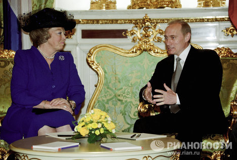 Vladimir Putin crosses paths with royalty