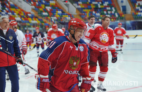 Putin scores goals at training with Russian ice hockey stars