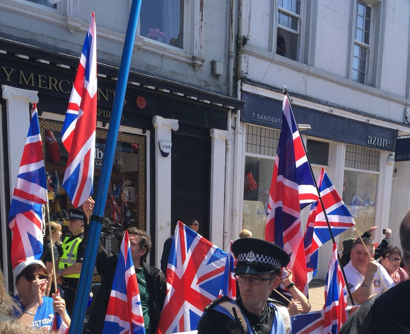 Unionists demonstrate