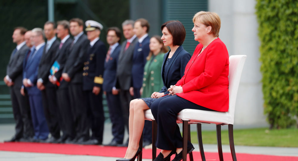 Merkel Sitting Again For 2nd Time Since Latest Shaking Episode                REUTERS  FABRIZIO BENSCH