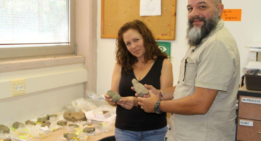 Dr. Iris Groman-Yaroslavsky, left, with Prof. Reniel Rodríguez Ramos examining some of the Puerto Rican figurines at Haifa University