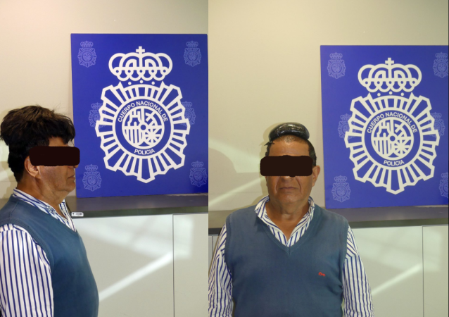 Unnamed man caught smuggling cocaine in his toupee in Josep Tarradellas Airport.