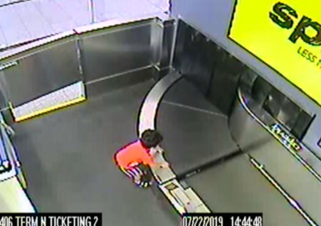 Toddler Swept Away on Baggage Conveyor Belt at US Airport