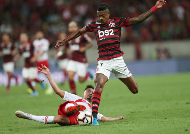 lamengo's Bruno Henrique in action with Internacional's Rodrigo Lindoso