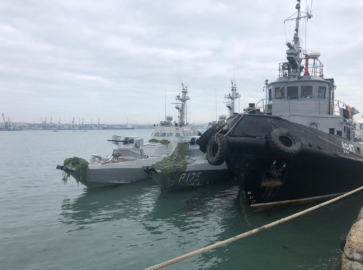The detained Ukrainian ships are delivered to the port of Kerch