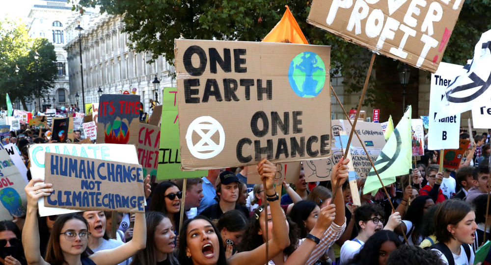 People attend a climate change demonstration in London, Britain, September 20, 2019. REUTERS/Simon Dawson