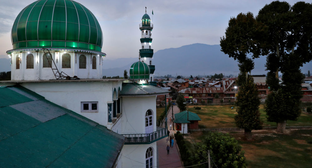 Kashmiris walk to the Jinab Sahib mosque for evening prayers in Anchar, a neighbourhood of Srinagar, amid restrictions following the scrapping of the special constitutional status for Kashmir by the Indian government, 19 September 2019