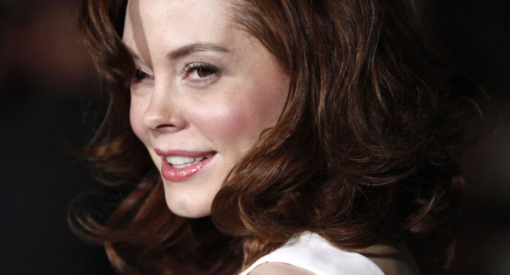 Rose McGowan slams Hillary Clinton over alleged Harvey Weinstein links