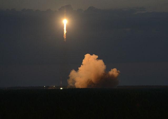 Soyuz-2.1b rocket with Glonass satellite