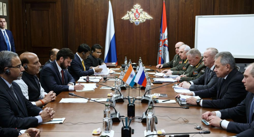Russian Defense Minister Sergei Shoigu and Indian Defense Minister Rajnath Singh at a meeting in Moscow
