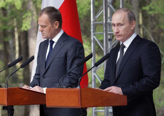 Vladimir Putin visits Katyn memorial
