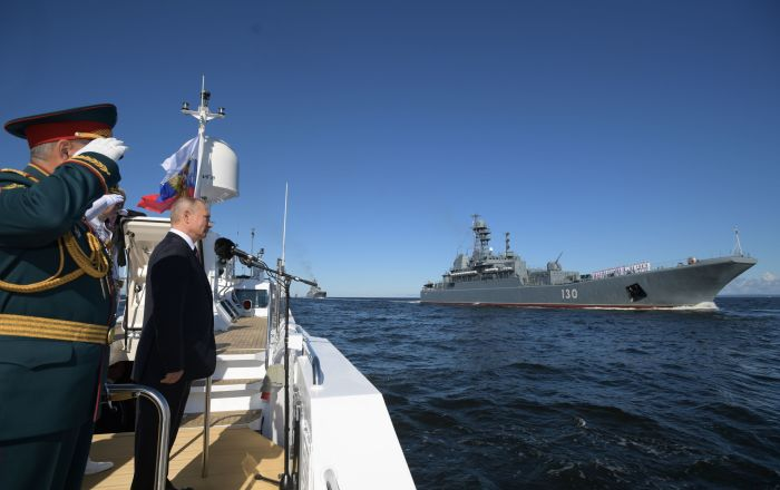 Russian President Vladimir Putin Leads Navy Day Celebrations in St. Petersburg – Video