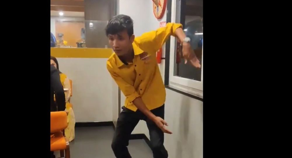 Netizens Swoon Over Indian Waiter's Dashing Dance Moves - Video