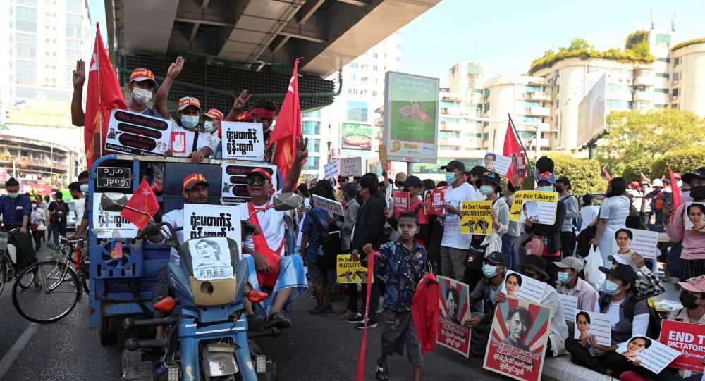 Day 9 of Myanmar Anti-Coup Protests: Military Faces Demands 'to Stop Kidnapping People at Night'