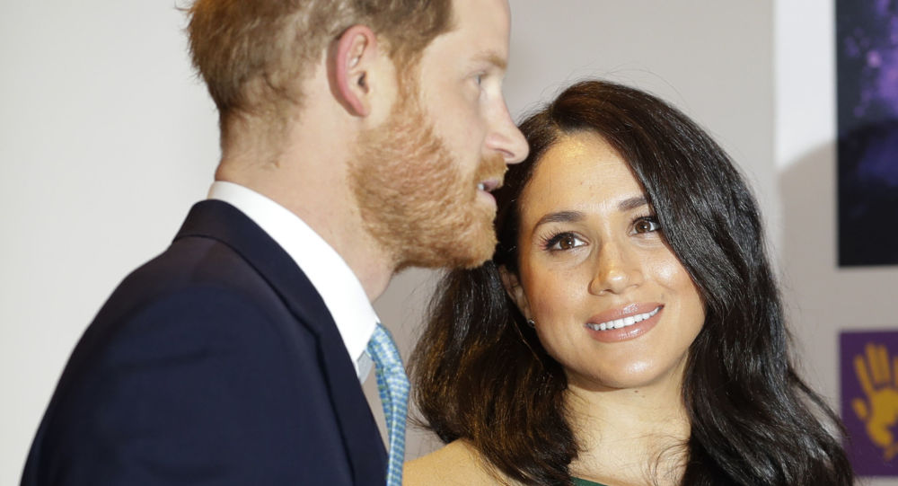 'It's All Over': Australian Tabloid Claims Royal 'Split' as Harry & Meghan Expecting Second Child