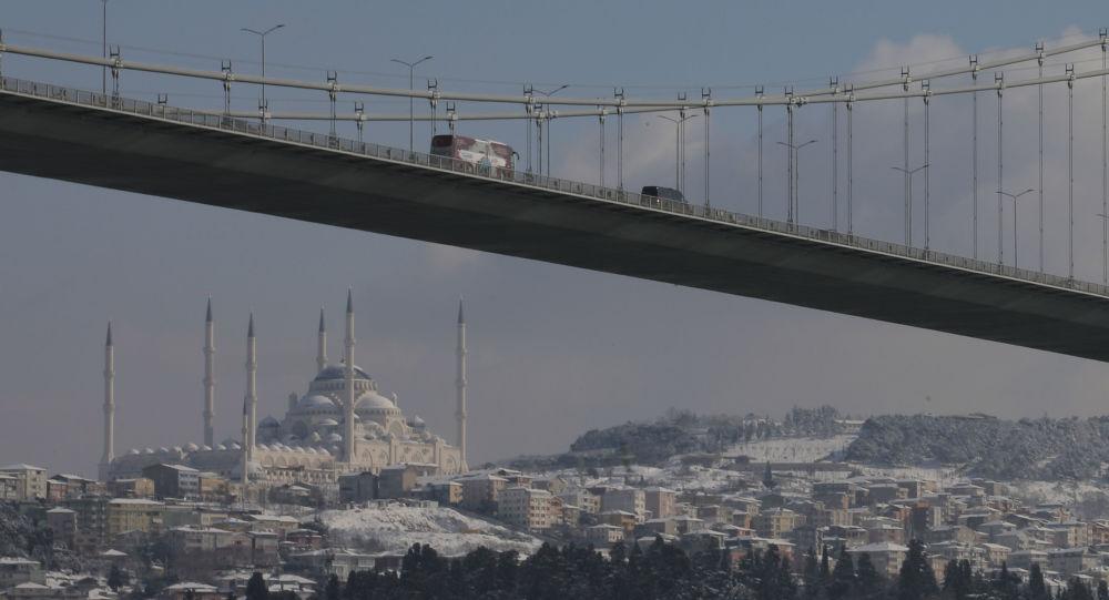 Traffic in Turkey's Ankara, Istanbul Blocked by Heavy Snowfall - Photo, Video
