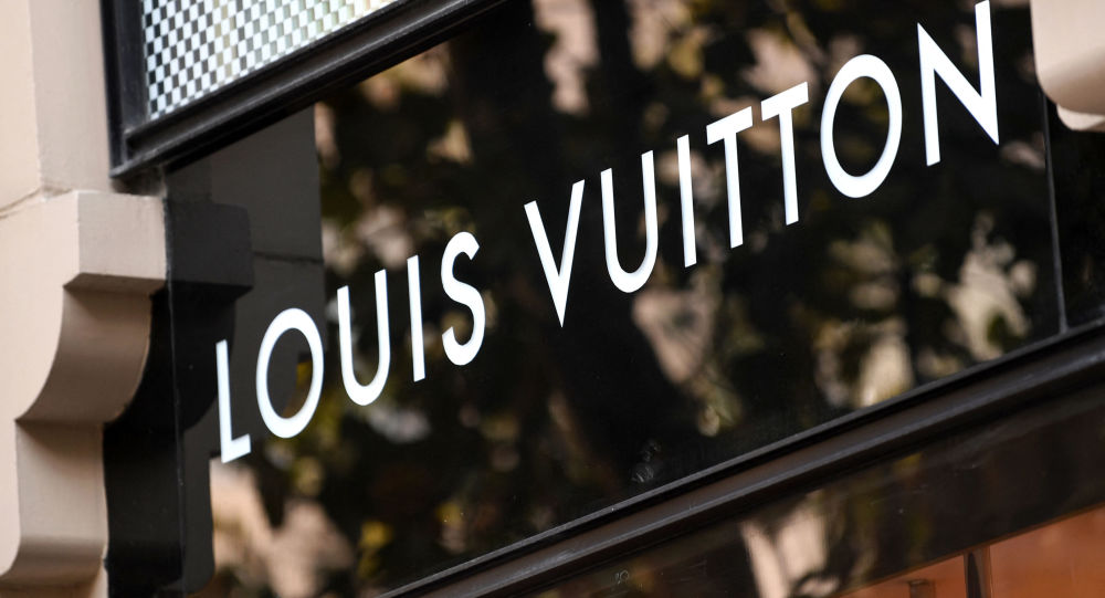 Louis Vuitton Reportedly Pulls 'Keffieh Stole' From Sale Over Accusations of Cultural Appropriation
