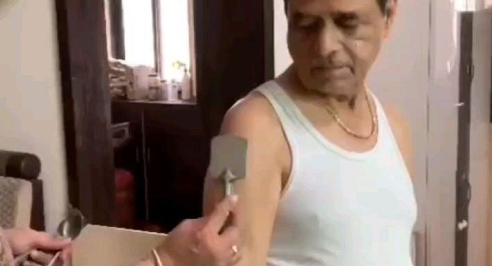 Elderly Indian Man Turns Into 'Magneto' Days After Second Jab, Gov't Clears the Air