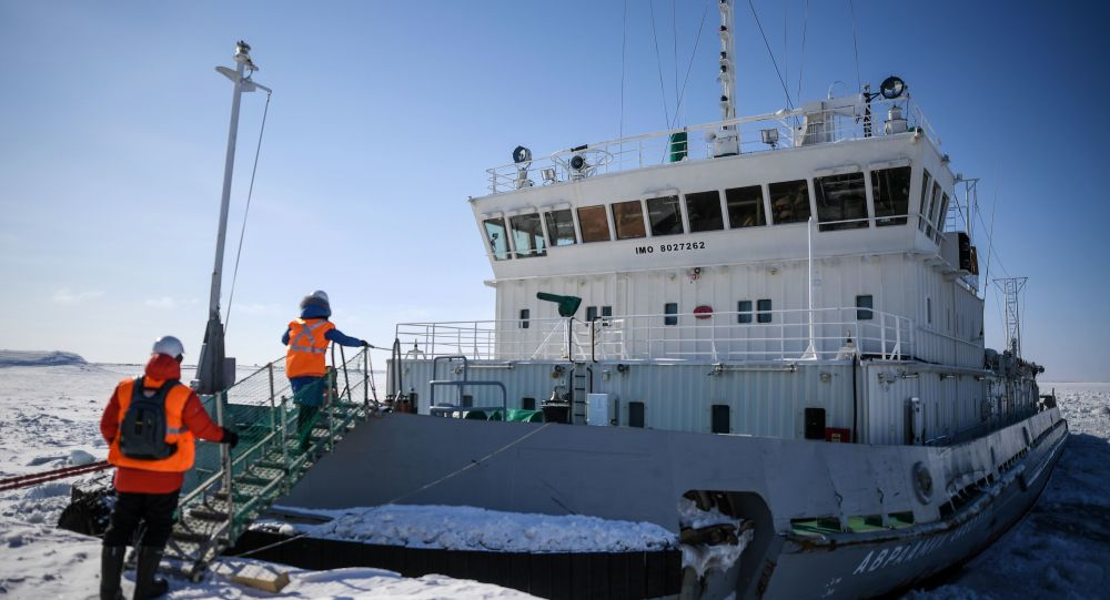 Putin Says Russia Will Continue Developing World's Most Powerful Icebreaker Fleet