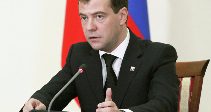 Russian Prime Minister Dmitry Medvedev signed on Wednesday a decree to grant Ukraine a gas discount of no more than $100 per 1,000 cubic meters of fuel for the second quarter of 2015.