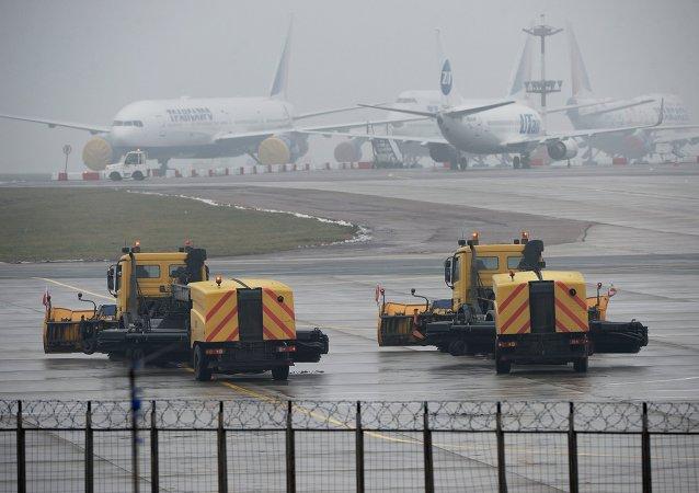 Plane crashes at Vnukovo airport