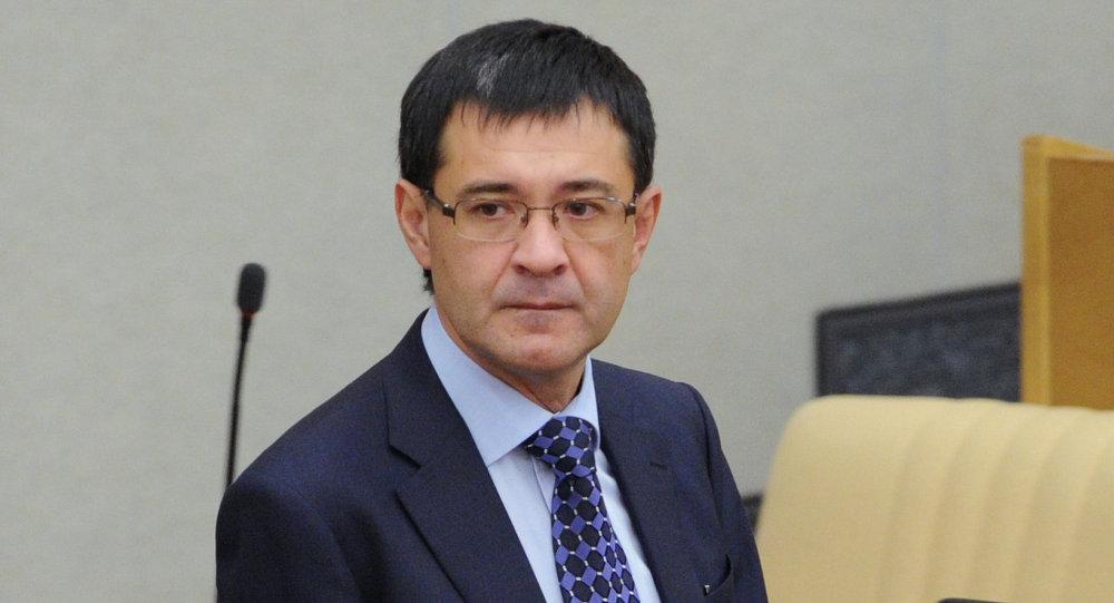 Первый заместитель председателя комитета Государственной Думы РФ по вопросам собственности Валерий Селезнев