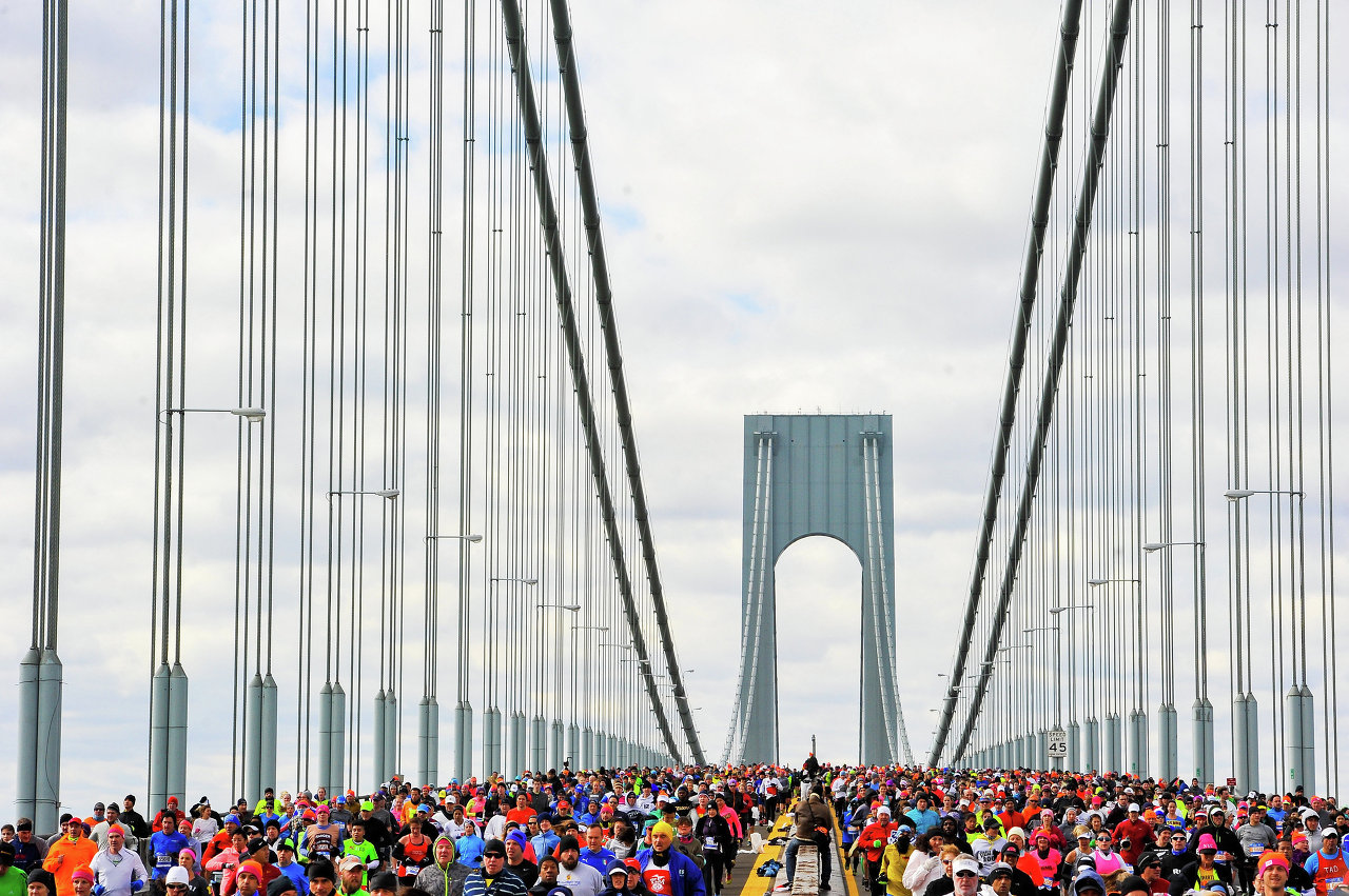 Участники Нью-Йоркского марафона на мосту Верразано-Нэрроуз