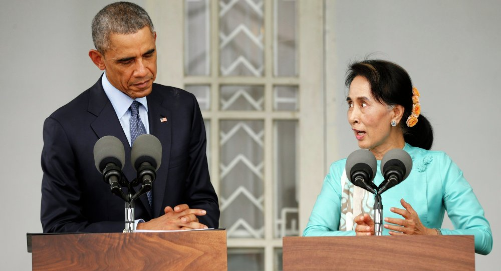 U.S. President Barack Obama and opposition politician Aung San Suu Kyi hold a press conference after their meeting at her residence in Yangon, November 14, 2014