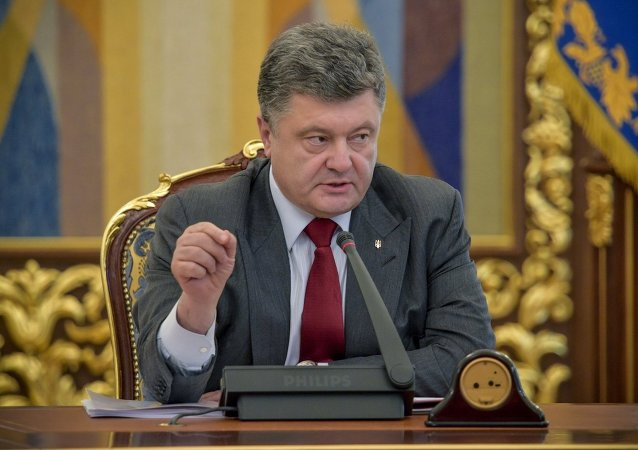 Ukrainian President Petro Poroshenko signed a decree dissolving the country's parliament
